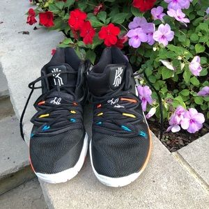 Youth Kyrie 5 sneakers